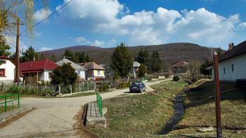 Parkolódíjat szedne egy 180 fős falu önkormányzata