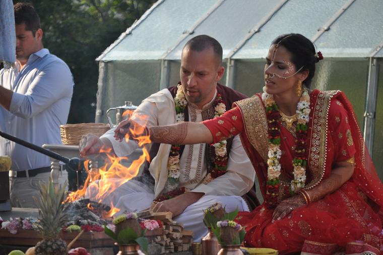 Gigi 4 éve foglalkozik jógával, a krisnás Bhaktivedanta főiskolán szerzett jógamester-diplomát, jelenleg több helyen is tart órákat.