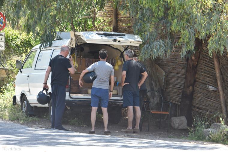 Persze az Oscar-díjas színész nem hamis Adidas pólót és/vagy alsónadrágot vett egy kisbuszból...