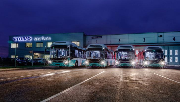 Magyar viszonyok között nonszensznek tűnhet, de az ingyenes tömegközlekedés ellenére jutott pénz fejlesztésekre is, így 2016-ban húsz Volvo 7900 Hibryd állhatott forgalomban Tallinnban