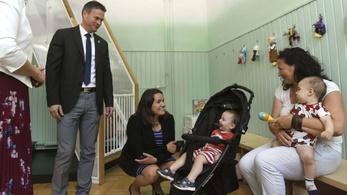 Egyedülálló szülőket segítő központ nyílt Budapesten
