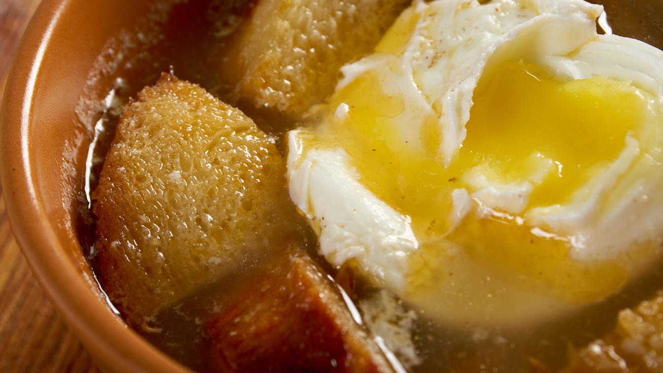 Sűrű, spanyol fokhagymaleves omlettel - Annyira finom, hogy repetázni kell belőle