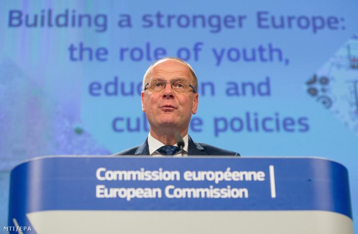 Navracsics Tibor az Európai Bizottság kulturális oktatási ifjúságpolitikai és sportügyekért felelõs tagja sajtótájékoztatót tart a bizottság brüsszeli székházában 2018. május 22-én.
