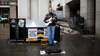 A londoni utcazenészek érintésért kalapoznak