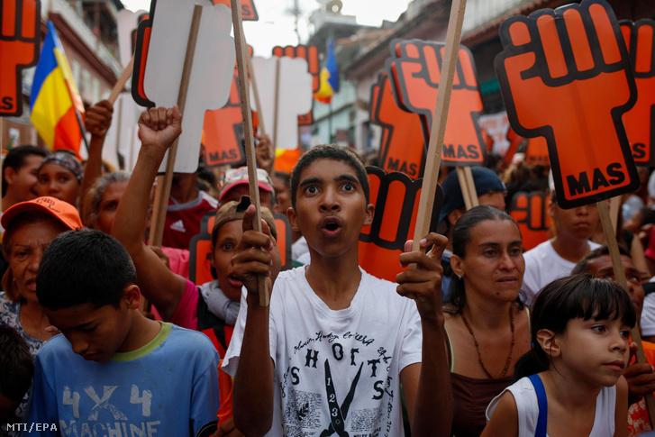 Henri Falcon venezuelai ellenzéki elnökjelölt támogatói egy választási kampányrendezvényen Caracasban 2018. május 14-én.