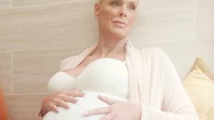 54 évesen, ötödik gyermekével terhes Brigitte Nielsen