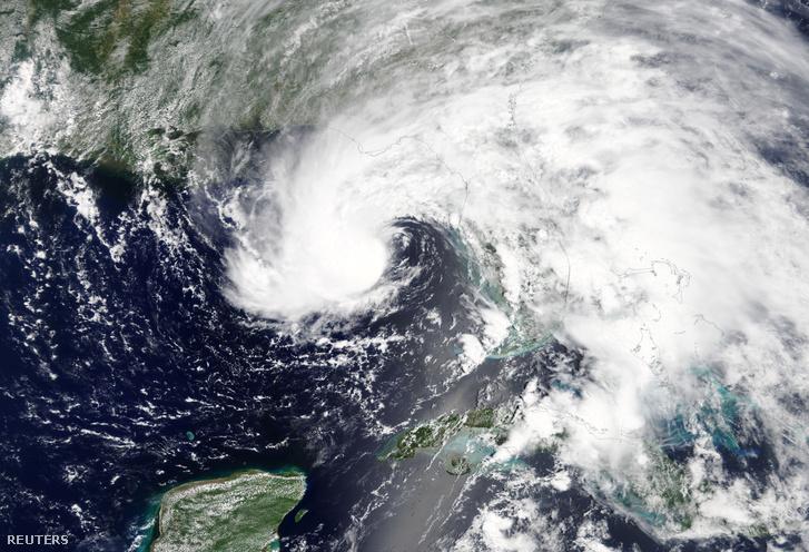 A vihar műholdképe Florida partjainál