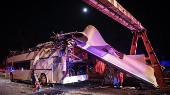Súlyos baleset a Ferihegyi gyorsforgalmin - magasságkorlátozó kapuba rohant egy emeletes busz