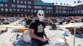 Film készült az együtt örömzenélő 400 magyar rockerről