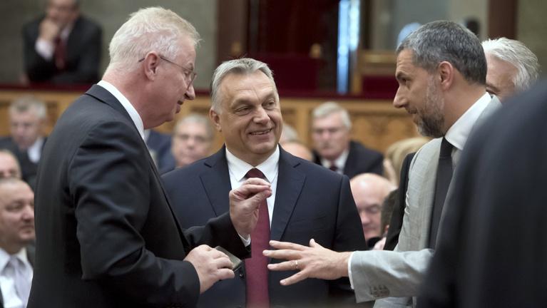 Ez Orbán első lépése a jelenlegi bírók gyengítésére