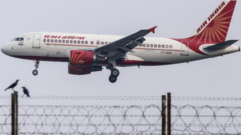 Gumicukor miatt hajtott végre kényszerleszállást egy repülő Budapesten