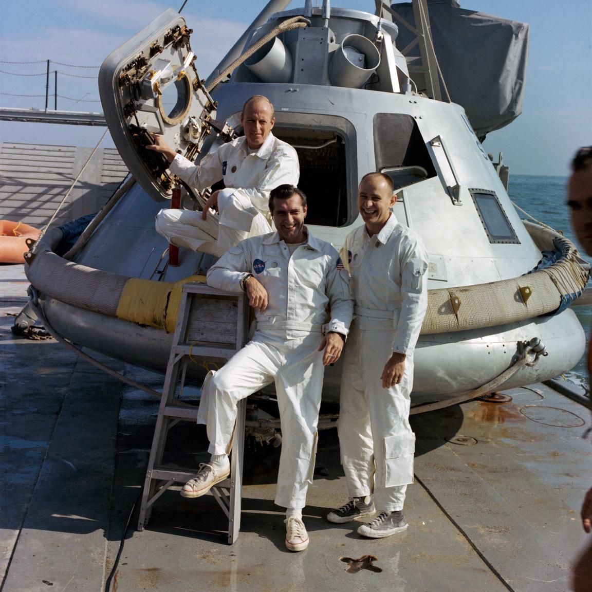 1968. november. Az Apollo-9 küldetés tartalékos űrhajósai (balról jobbra): Charles Conrad Jr., Richard F. Gordon Jr., és Alan L. Bean. A rotációban ők hárman lettek végül az Apollo-12 legénysége.