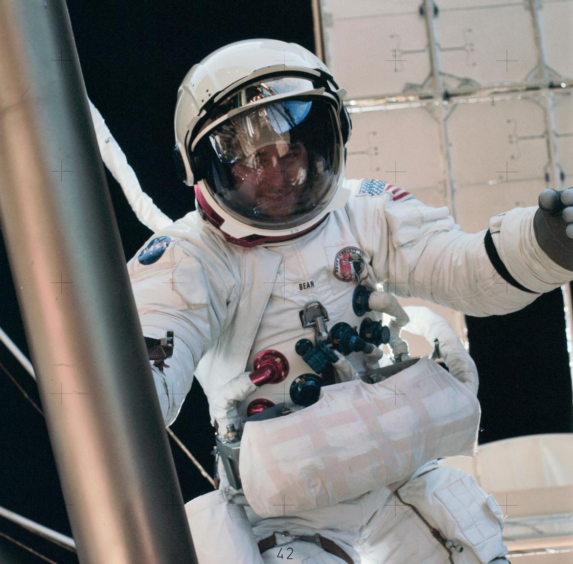 1973. augusztus 6. Alan Bean, a Skylab-3 parancsnoka űrsétán.