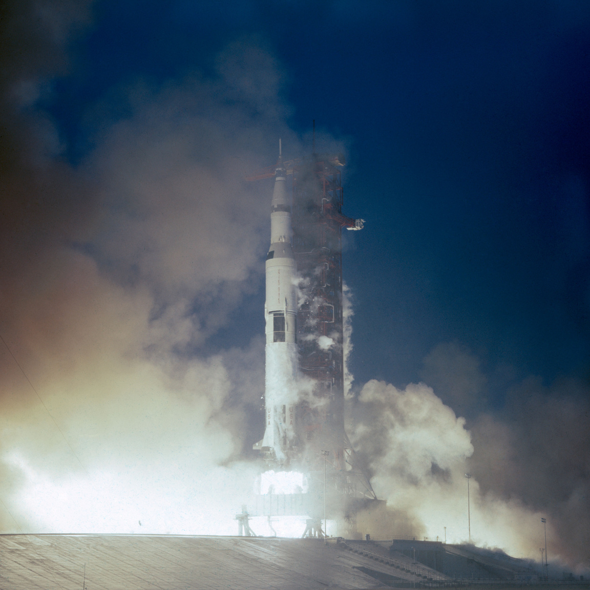 "1969. november 14. Az Apollo-12 (Spacecraft CSM-108 – ""Yankee Clipper""/Lunar Module 6 – ""Interpid""/Saturn V SA-507) startja."