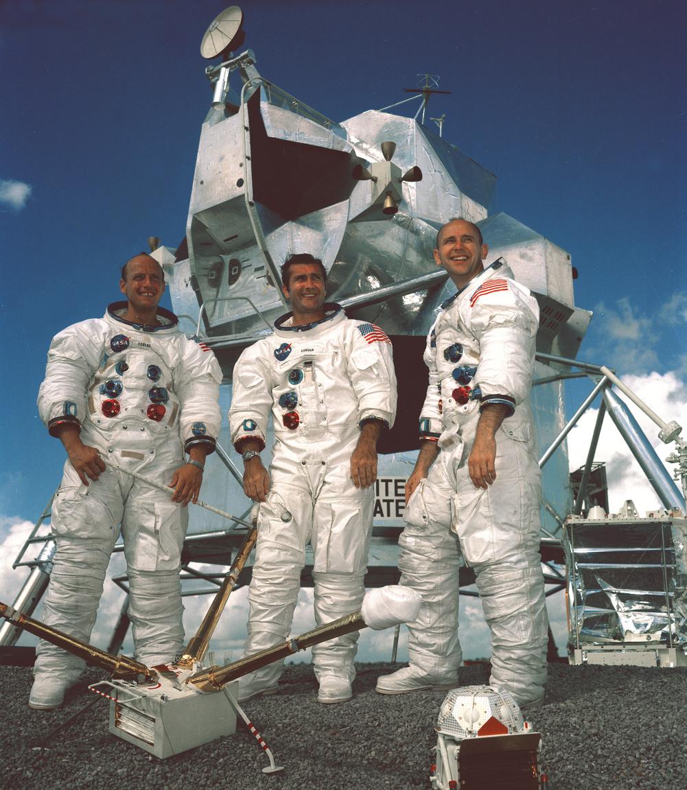 1969. szeptember 22. Az Apollo-12 űrhajósai. Balról jobbra: Charles Conrad Jr. (parancsnok), Richard F. Gordon Jr. (parancsnokimodul-pilóta), és Alan L. Bean (holdkomppilóta).