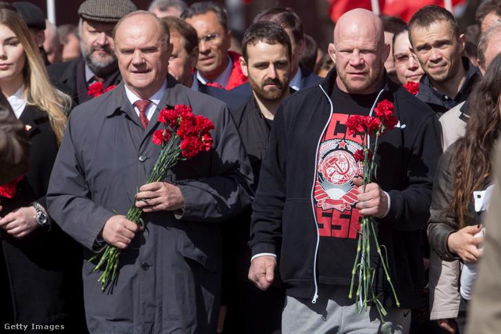 Jeff Monson (j) a Vörös téren egy Lenin születésének évfordulóján tartott megemlékezésen.