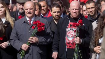 Putyin állampolgárságot adott az amerikai anarcho-kommunista ketrecharcosnak