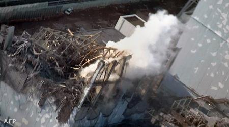 Gőz csap fel az erőmű sérült reaktorából