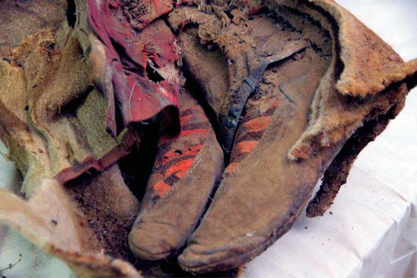 Aki csak ránéz a múmia lábbelijére, alighanem egy sportcipőre asszociál: a régészek kezében is biztosan megállt az ecset egy pillanatra.
