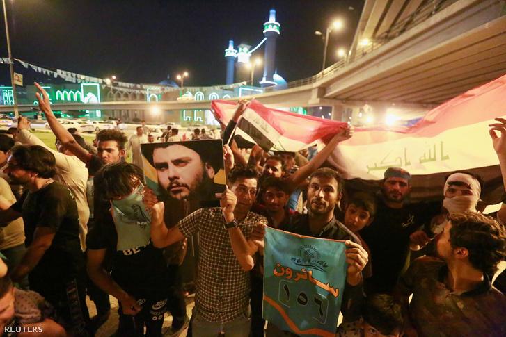 Moqtada al-Sadr hívei az iraki választások után, május 15-én