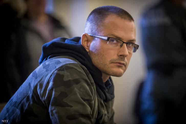 Zuschlag János egykori szocialista országgyűlési képviselő a Kecskeméti Járásbíróságon, ahol döntenek előzetes letartóztatásáról 2018. február 1-jén.