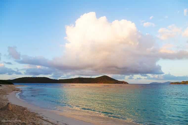 A szintén Karib-tengeri Szent Tamás-szigeten található Smith Bay Park és az ott található Lindquist Beach családok kedvelt üdülőhelye a fehér homokos strand és a tükörsima víz miatt
