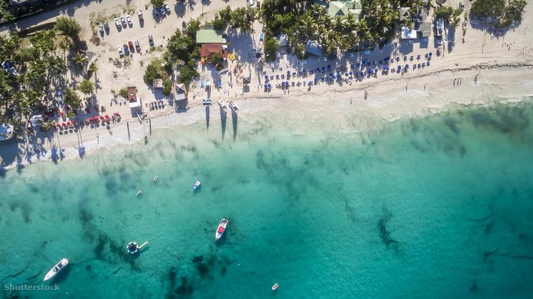 Nem mindenki pihenni érkezik a tengerpartra, a Karib-tengeri Szent Márton-szigetén található Orient Bay Beach például kifejezetten a szórakozni vágyók célpontja