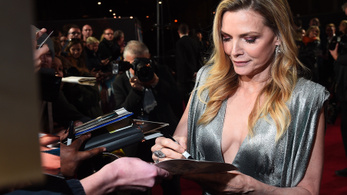 Michelle Pfeiffer játszik a Demóna folytatásában