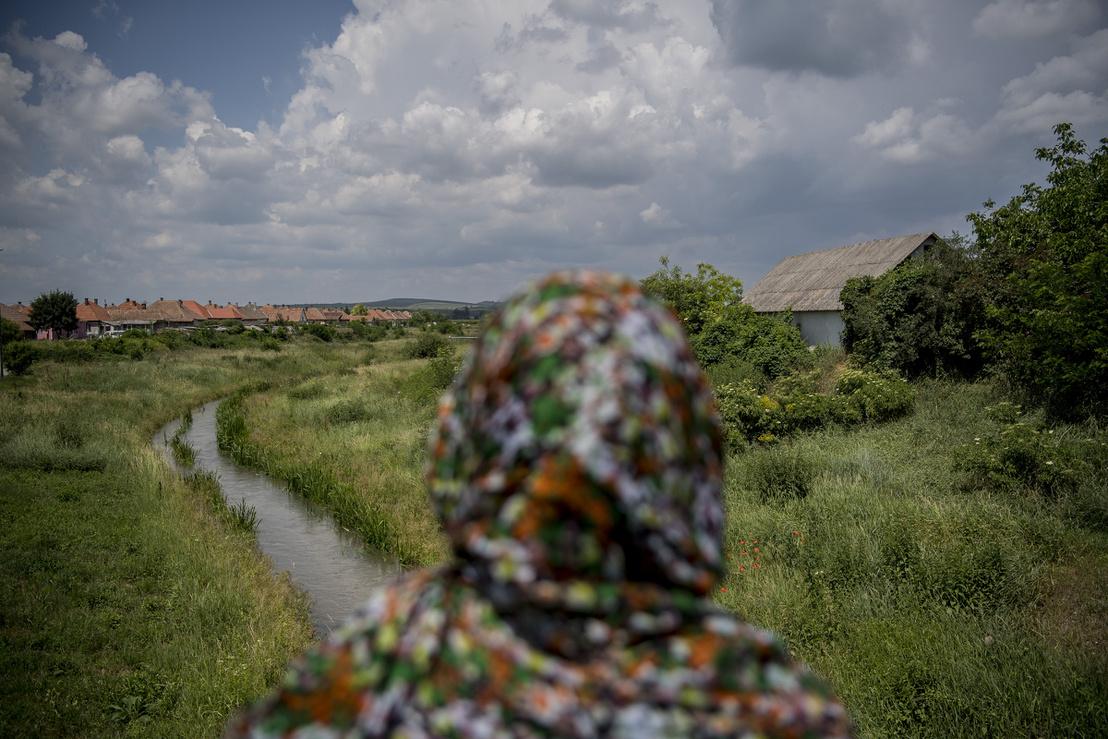 A falunak a patak bal oldali részét szinte kizárólag romák lakják
