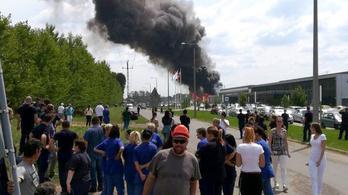 Kigyulladt egy gyár Nyírbátorban, hárman könnyebben megsérültek