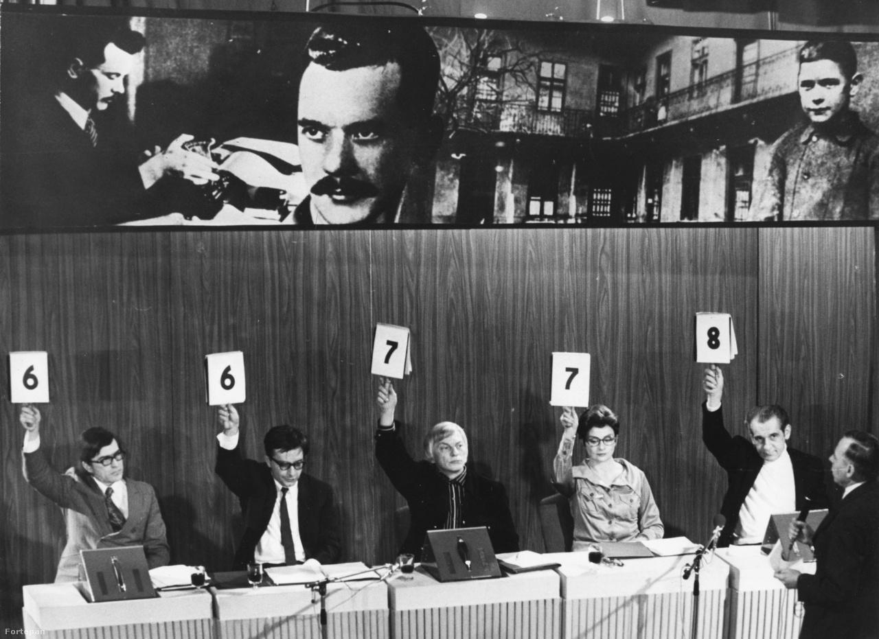 A versmondás célja nagyon nagy szóval a nemzetépítés, bővebben kifejtve a szocialista nemzetépítés, más nyelven szólva a szocialista hazaépítés, mondta Latinovits Zoltán egyik utolsó interjújában. Az állam ezért is támogatta a versmondó versenyek rendezését. Az 1975-ös József Attila-szavalóversenyen induló 3000 résztvevő csatáját afféle korabeli sztárvetélkedőként hat héten át közvetítette főműsoridőben egyszerre a rádió és a televízió is.