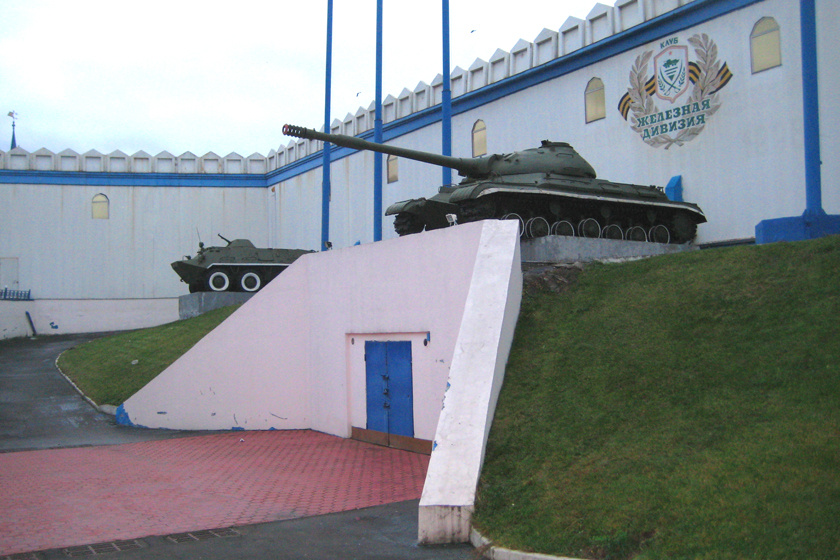 A legnagyobb bunker 1939-ben épült Moszkva Izmailovo kerületében, ez ma a Központi Fegyveres Erők Múzeumaként látogatható. Kívülről a bunkert stadionnak álcázták. Menekülési lehetőséget három repülőtér jelentett a közelben.