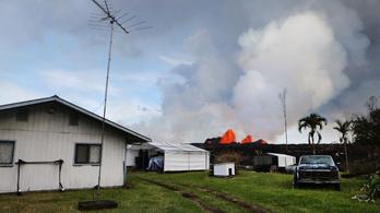 Lakóházak kertjében tör fel a láva Hawaiion