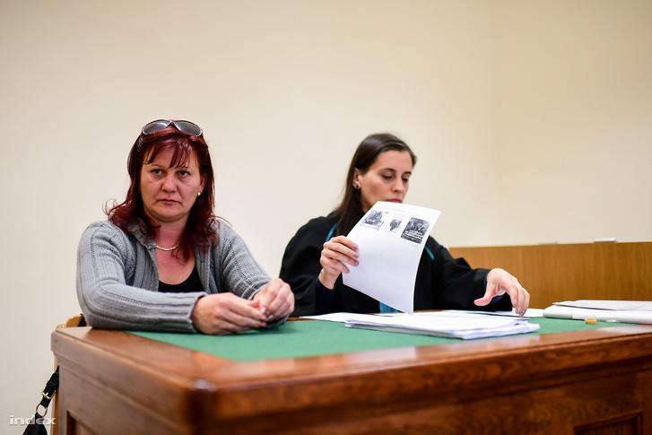 Pruck Pál lánya és ügyvédje az egyik tárgyaláson