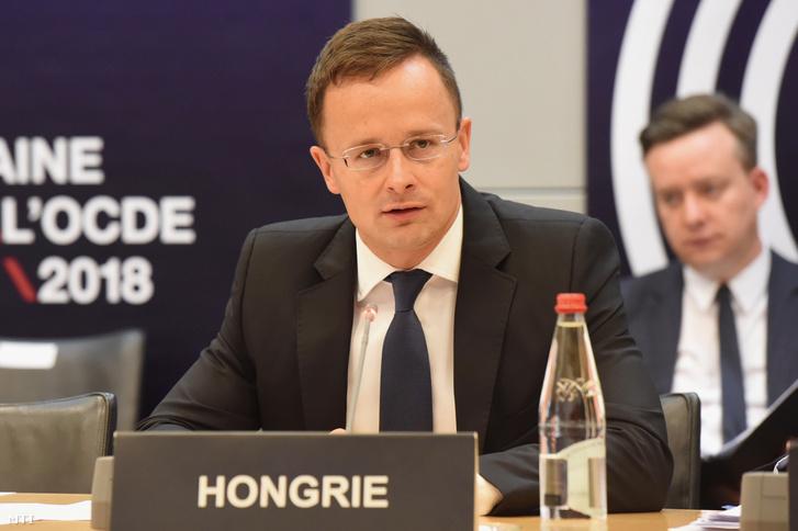 A Külgazdasági és Külügyminisztérium által közzétett képen Szijjártó Péter külgazdasági és külügyminiszter felszólal az OECD párizsi miniszteri értekezletén 2018. május 31-én.