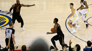 Óriási butaságon buktak LeBronék, vezet a Warriors az NBA-döntőben