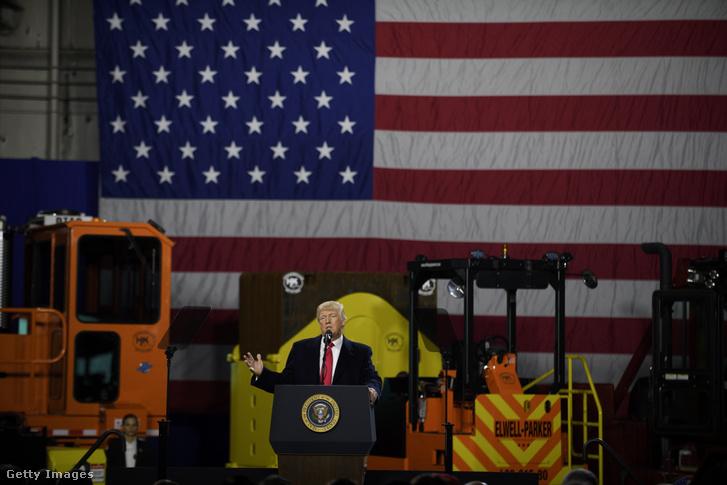 Trump beszédet mond egy pennsylvaniai üzemben 2018 januárjában.
