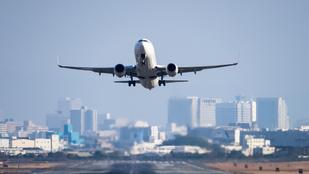 Kényszerleszállást hajtott végre egy repülő, mert többen elhányták magukat egy büdös utas miatt