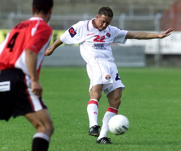 A Vasas Fáy utcai stadionjában rendezték meg 2009. szeptember 27-én a Borsodi Liga újabb fordulóját a Vasas DH - Dunaferr csapatok között, melyet a házigazdák 3:2-re nyertek. A képen: a Vasas játékosa Kabát Péter (Vasas) és Kiss György (Dunaferr).