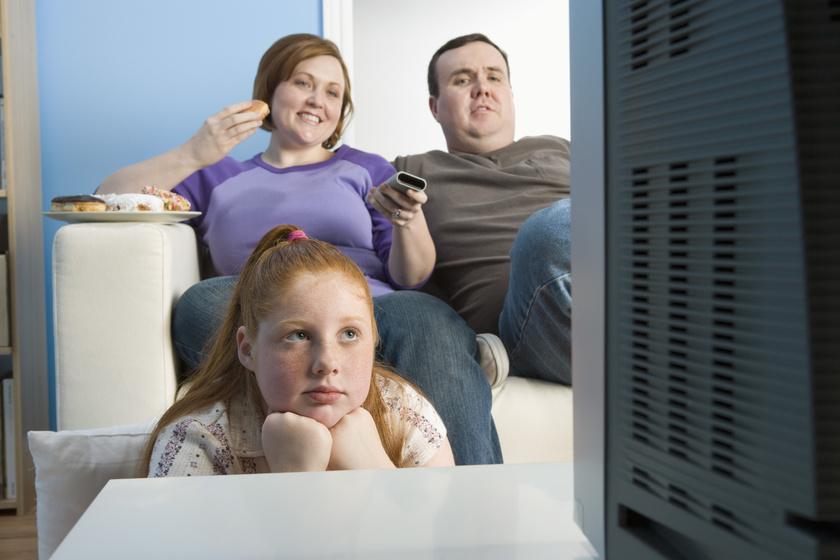 A családtól kapod, és fontosabb, mint a genetika: ezért híznak el a túlsúlyos szülők gyerekei