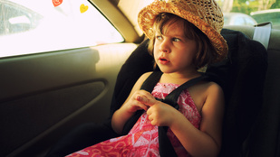 Ezért ne hagyd a gyereket az autóban a nyári hőségben