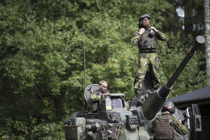 Svéd katonák 2017-ben tartott közös NATO-gyakorlaton