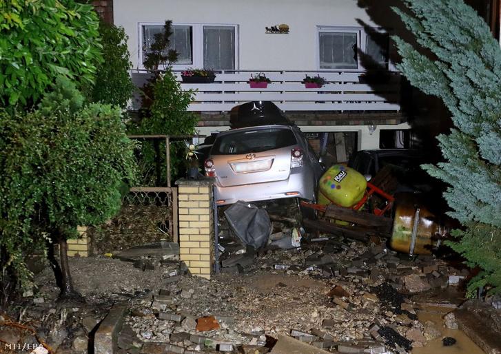 Elõkertbe sodródott autó Bliesransbachban