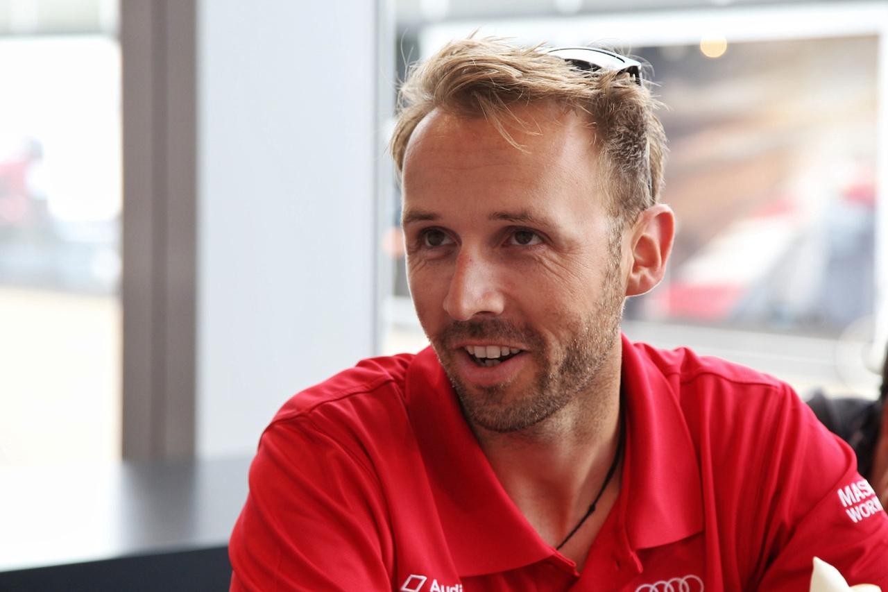 Még nála is boldogabb lehet az aktuális bajnok, René Rast, akit annyira nem viselt meg az, hogy az előző futamon, a Lausitzringen gyakorlatilag lekukázta az Audiját. Ennek ellenére most a 3. helyről várhatja a holnapi folytatást