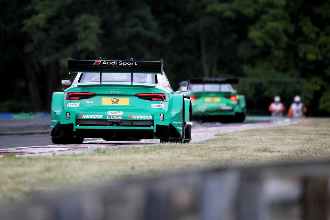 Zöldek a zöldben. Az Audi este elhasználta az egyik joker lehetőségét és egész este, éjjel faragják Duval autóját. Dieter Gass, az Audi Motorsport eszméletlenül közvetlen és jó arc mindenható ura mesélte, miközben a boxban vacsoráztunk, hogy minden autóra évente két ilyen lehetőséget kapnak. Emellett maga a gyártó plusz hármat, amit ő oszthat el, amikor szükséges