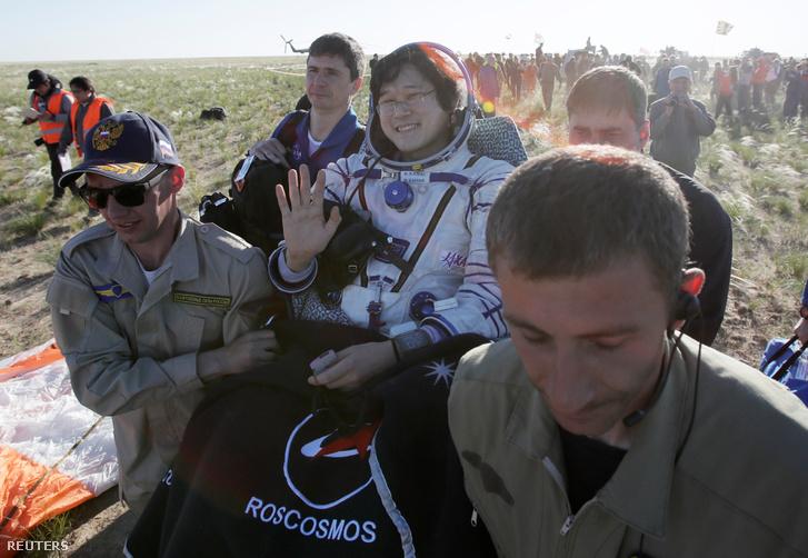 Norisige Kanai, az egyik földet ért űrhajós.