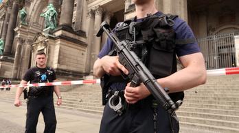 Rendőrök lőttek meg egy férfit a berlini dómnál