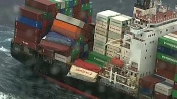 Potyogtak a pelenkák a teherhajóról