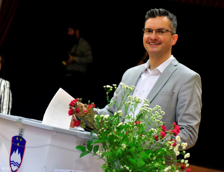 Marjan Šarec, Kamnik polgármestere, Marjan Šarec Listája (LMS) baloldali párt vezetője szavaz 2018. június 3-án.