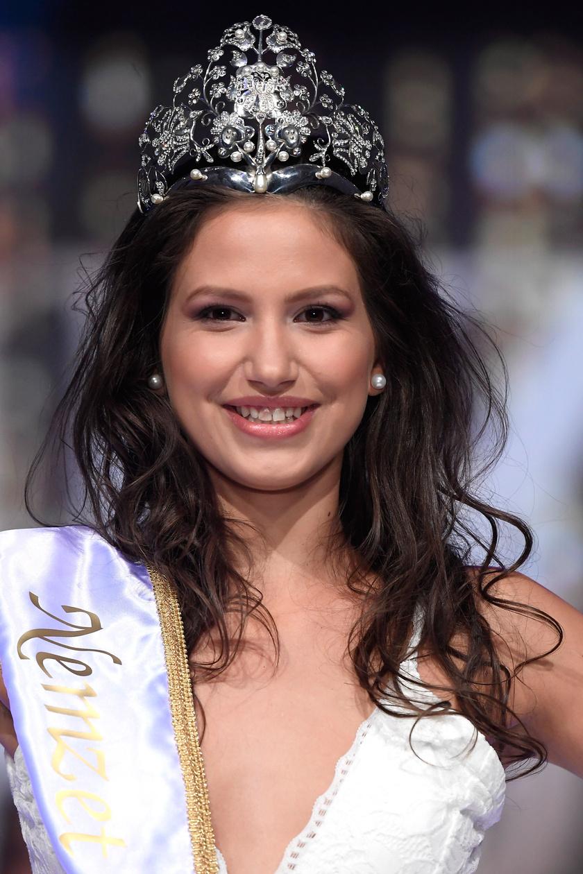 Fenesi Krisztina, a Nemzet Szépe 2018 szépségverseny győztese a döntőben, a Gödöllői Királyi Kastélyban.